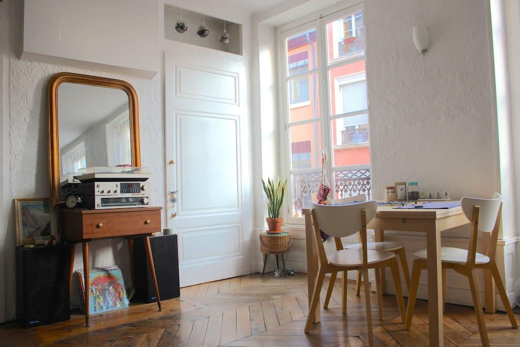 Appartement lumineux plein centre
