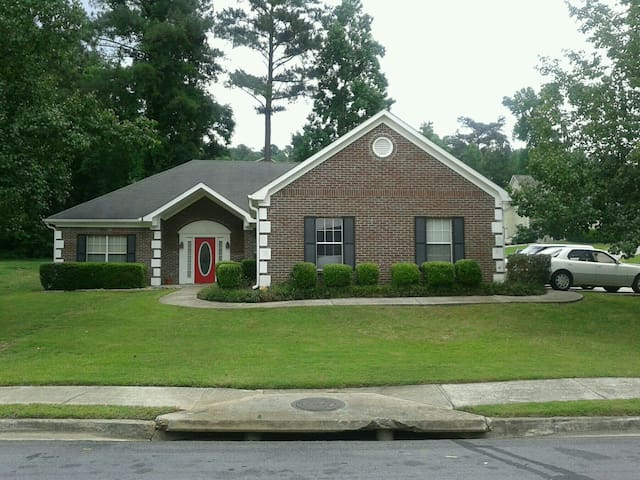 Charming ,spacious, ranch style - Ellenwood - House