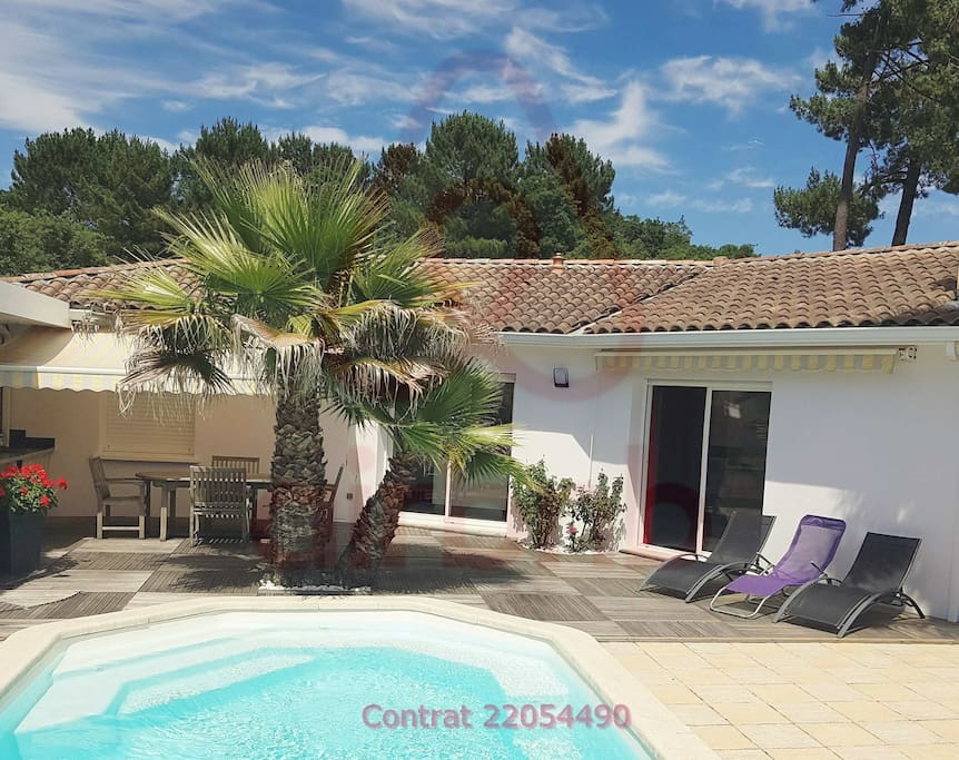 Villa avec Piscine-chauffée / Villa with heated pool / Villa con piscina climatizada / Villa mit beheiztem Pool