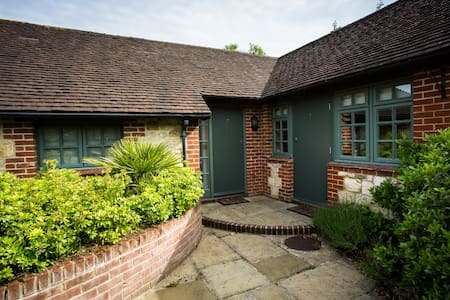 Double Room in 17th Century Bed and Breakfast - Fernhurst - Bed & Breakfast
