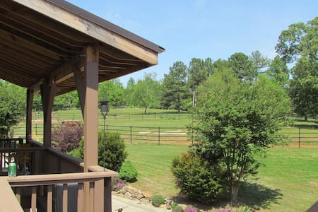 Exodus Ranch Bunkhouse B&CB - Douglasville - Bed & Breakfast
