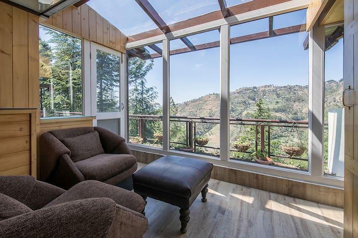 3BHK @ Forest Cottage with Serene Views, Naldehra