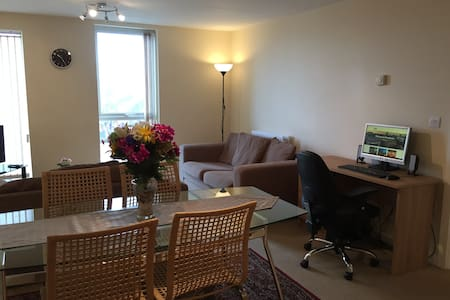 NICE APARTMENT WITH FREE PARKING + FIBRE INTERNET - Manchester - Huoneisto
