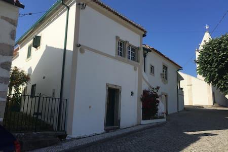 casa do Adro - Tapeus - Vila Nova de Anços
