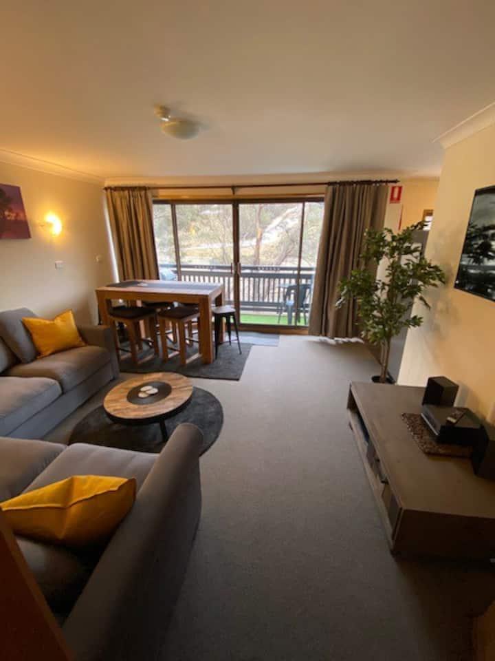 Newly Refurbished Mowamba D3 - Balcony & Central