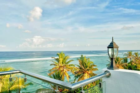 Seaview Room - 10 mins from Airport