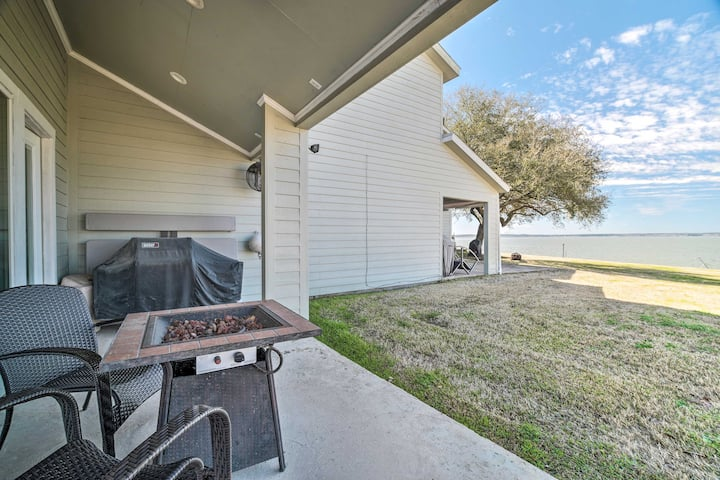 NEW! Airy Lake Livingston Townhome w/ Shared Pool!