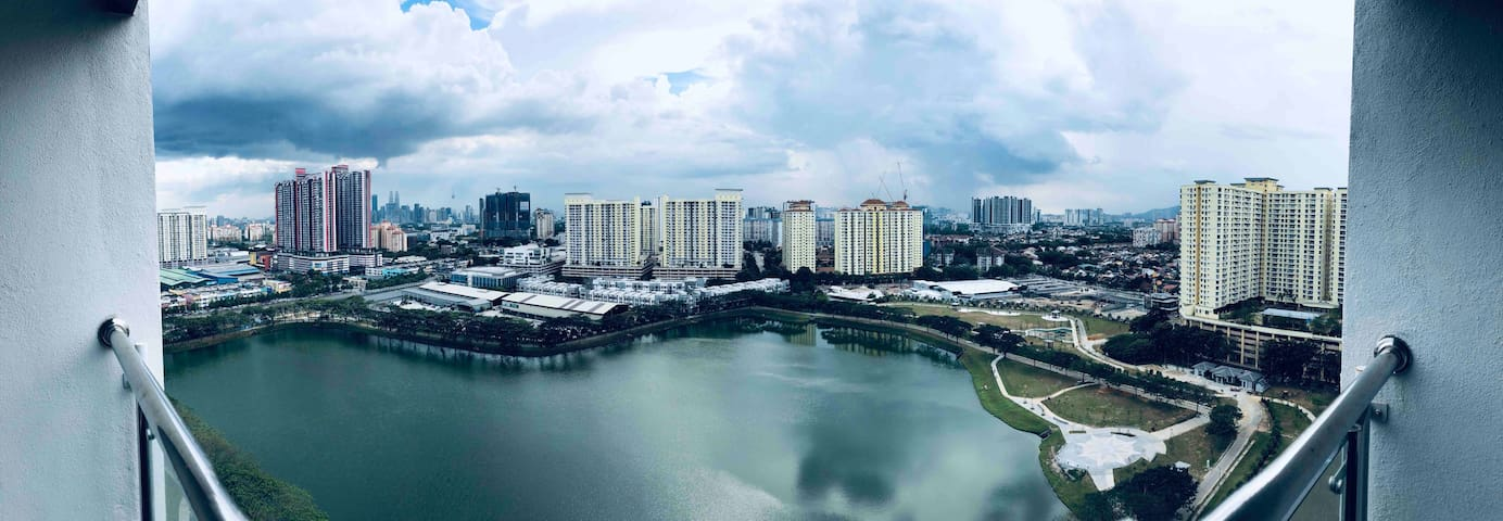 STUDIO ABOVE MALL WITH AN AMAZING LAKE & KLCC VIEW