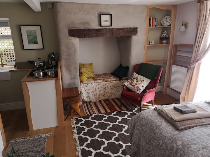 New studio Flat on the edge of town (with sauna)
