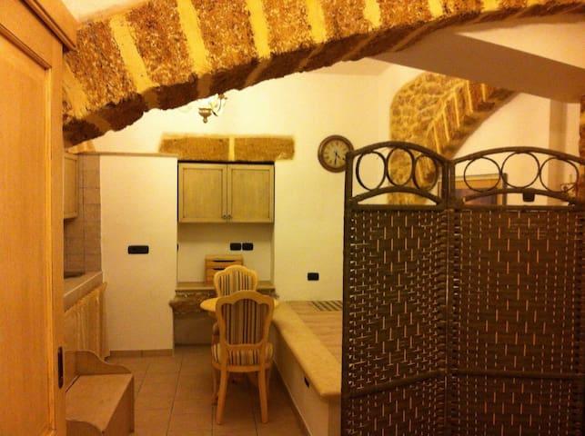 Monolocale nel centro storico di Mesagne (Salento) - Mesagne - Appartement