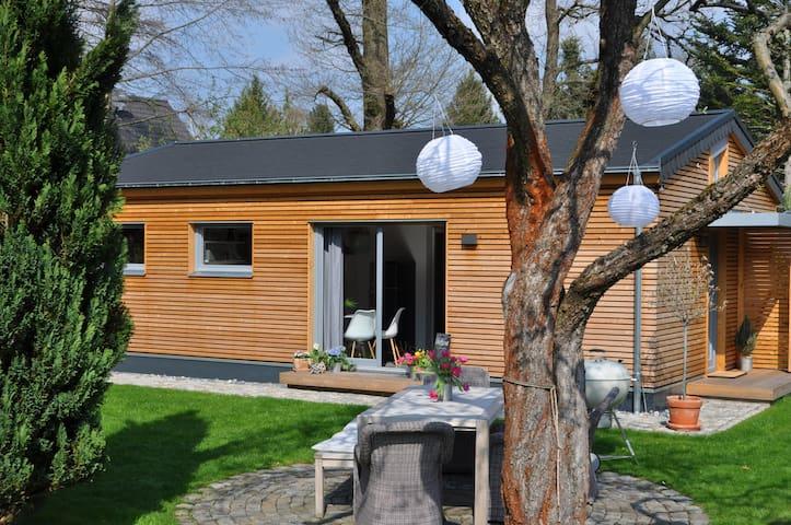 NEU!!! modernes Gartenhaus im Grünen