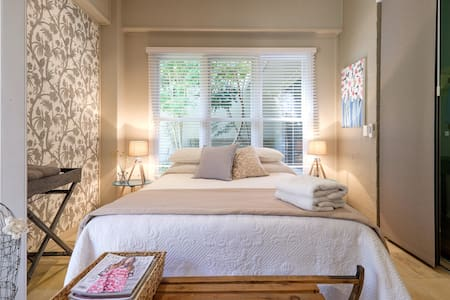 Gorgeous garden bedroom in rural location - Brookfield - Huis