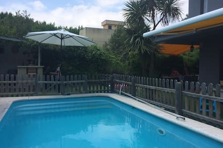 Family home w/ pool and BBQ 30 min from Barcelona - Barcelona