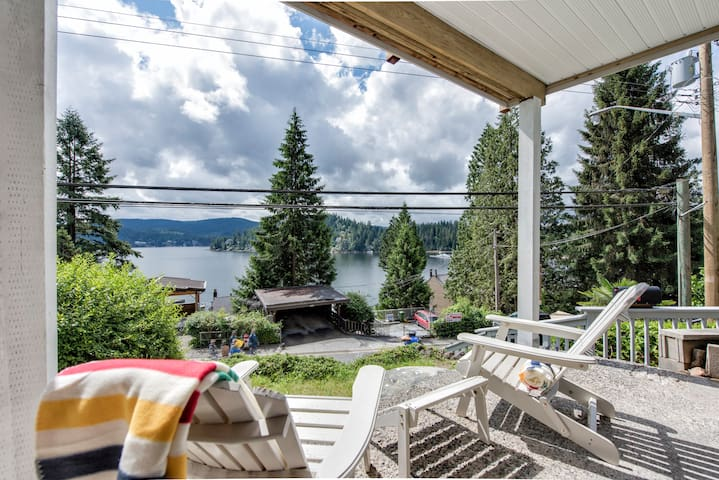 Deep Cove Beach Suite