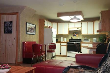 Raven's Apartment Suite - Eastgate, Manning Park - Квартира