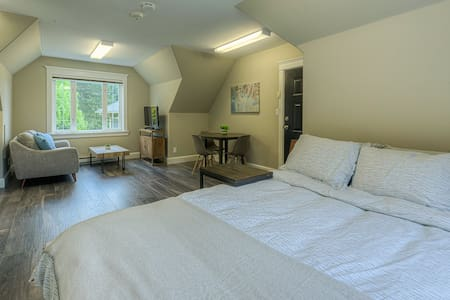 Cordova Bay - Bright/Quiet Private Suite