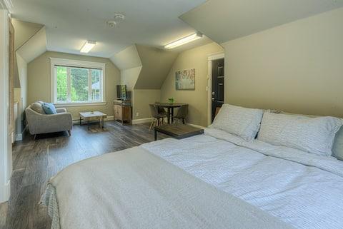 Cordova Bay - Bright/Quiet Private Suite