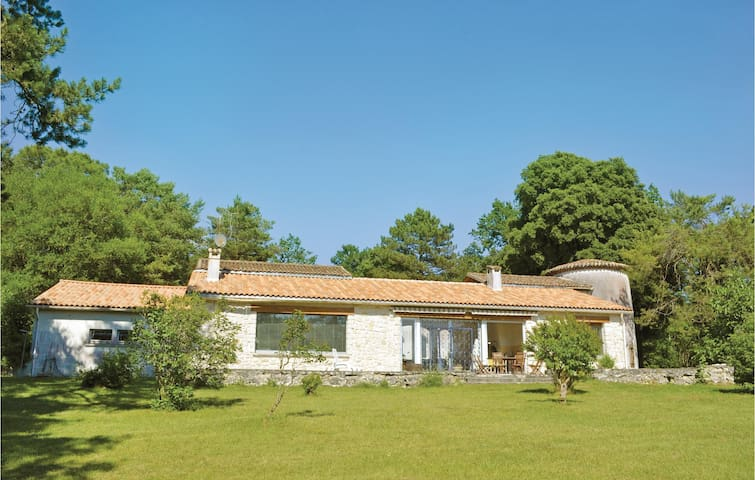 Holiday cottage with 4 bedrooms on 225m² in Sers