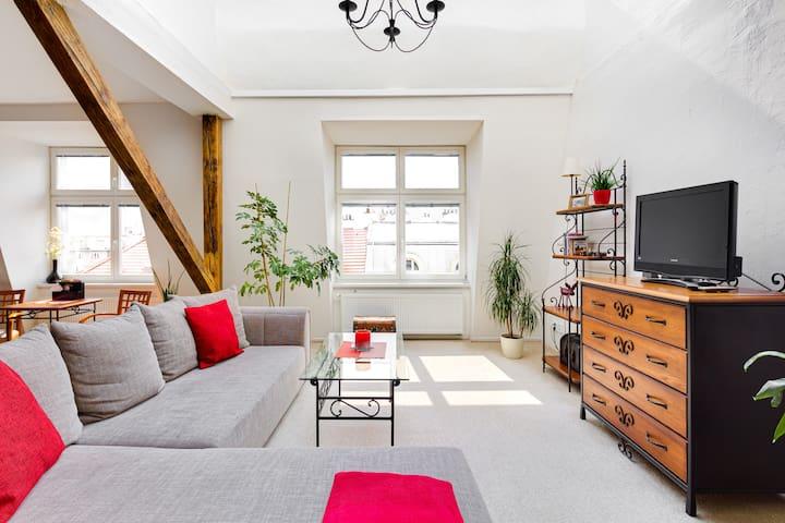 Lenka's cozy RED central studio