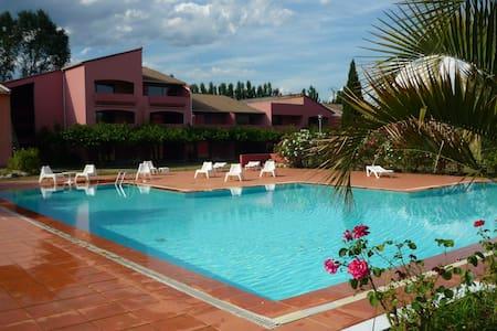 Gîte en rez de jardin avec piscine - Ruoms - Huoneisto