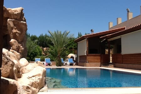 500 sq.meter Villa with Pool and Garden - Willa