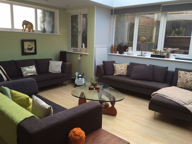 4 BR - 20 Mins to Central London - London - House