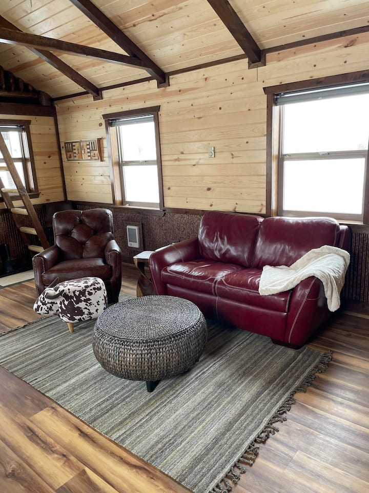 Ranch Cabin with access to 6000+ private acres!