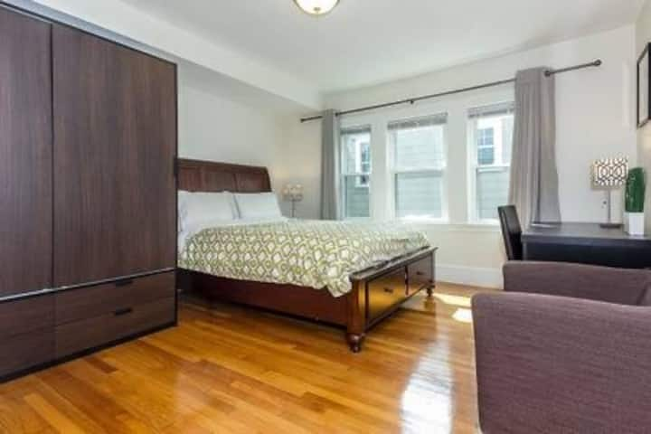Room for Sublet (Jun-Aug)