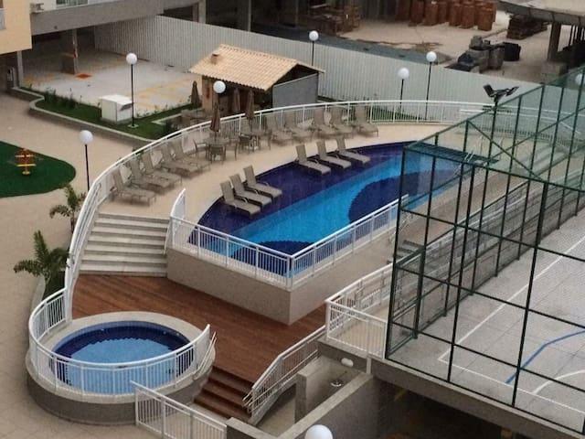 Pertinho da praia Camburi! Com piscina e elevador!