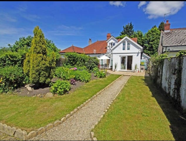 4 Bedroom Home For Champions League - Cardiff - Casa