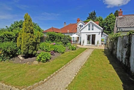 4 Bedroom Home For Champions League - Cardiff - Haus