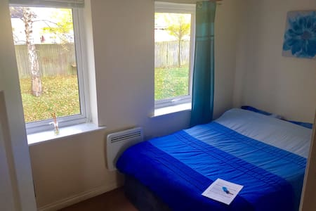 Private room/flat outside city ctn - Clifton
