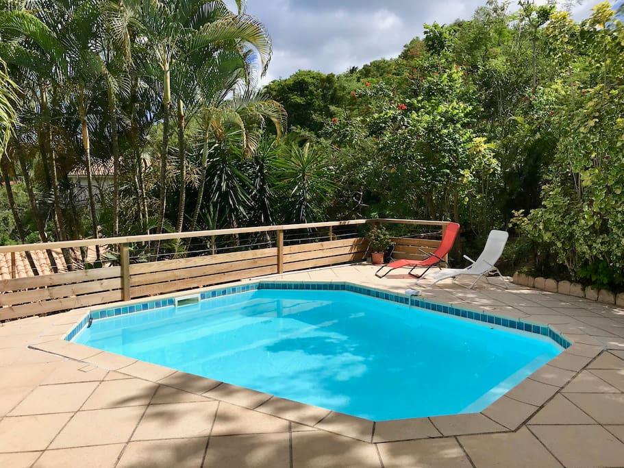 Belle piscine sécurisée