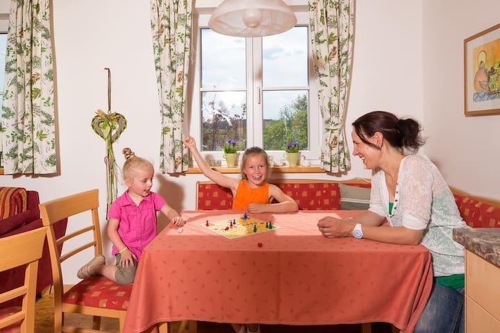 """Ferienhof Lecheler (Breitenthal), Maisionettefewo """"Melisse"""" mit Terrasse und kostenfreiem WLAN"""
