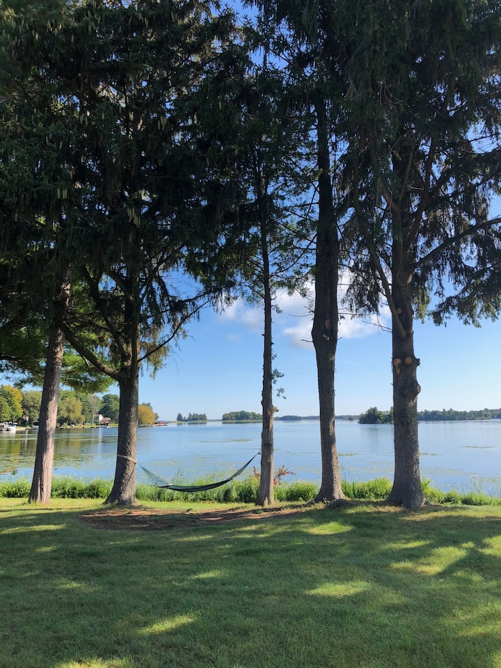 3 acre level waterfront home in the 1000 Islands