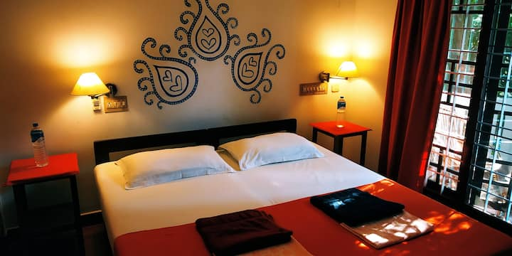 Tagund Nacht, Cochin...Triple bed balcany Ac room