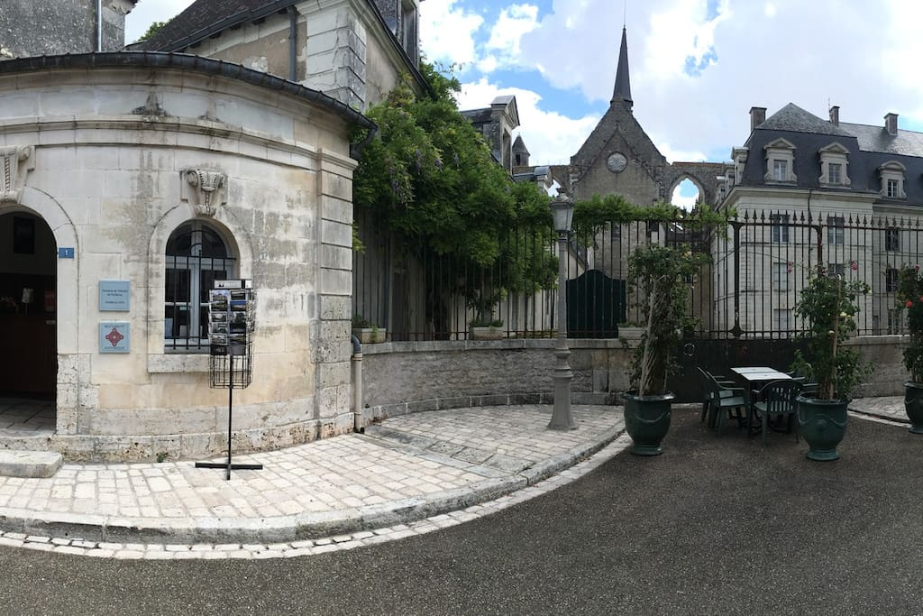 Entree principale et accueil / Main entrance and welcome center