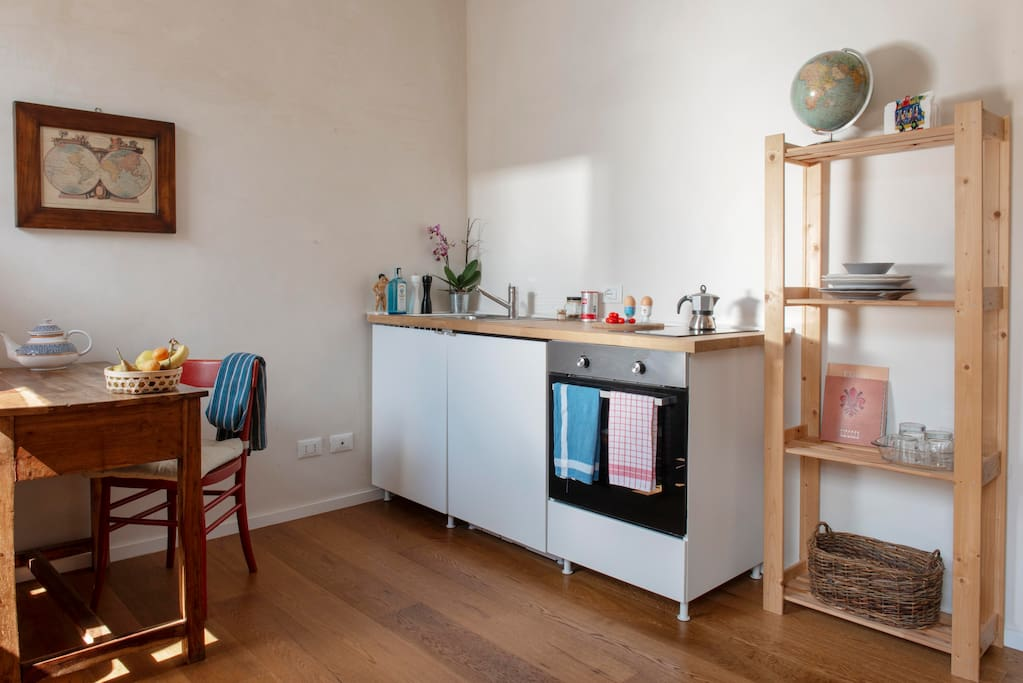 the little, fully equipped, kitchenette