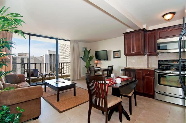 *Professionally Sanitized*Ocean View Waikiki Sunset~Free Parking+Full Kitchen - Waikiki Sunset Partial Ocean 1 BDR on the 21st Floor
