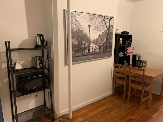 Cozy 2 BDR at heart of Downtown