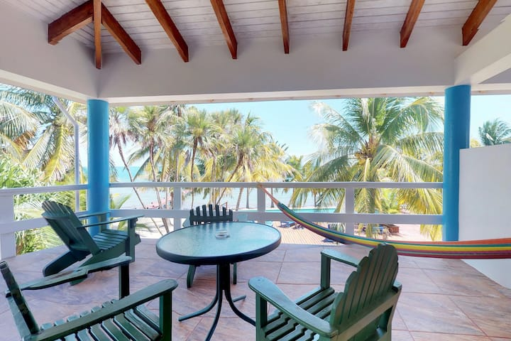 Oceanfront condo with full kitchen, balcony & shared pool - walk to the beach!