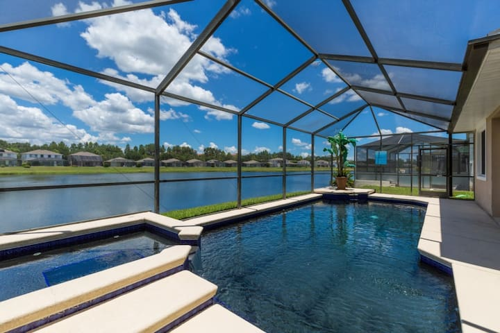 5 Bedrooms/3.5 Bathrooms Sunset Lakes (2943 SV)