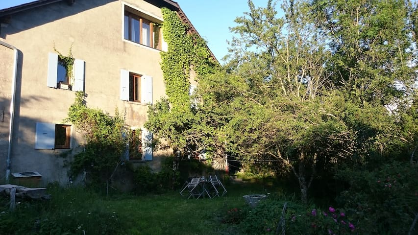 4 bedrooms old farm between Annecy and Geneva