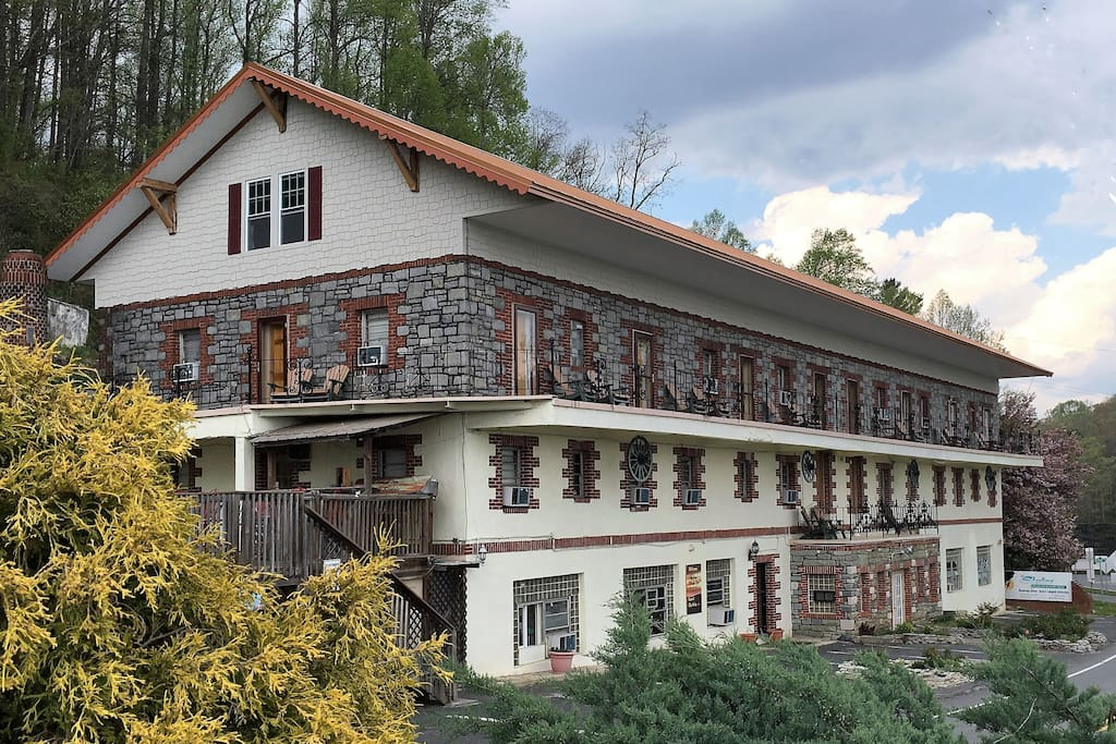 Skyline Village Inn