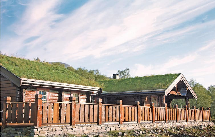 Holiday cottage with 5 bedrooms on 125 m² in Ikornnes