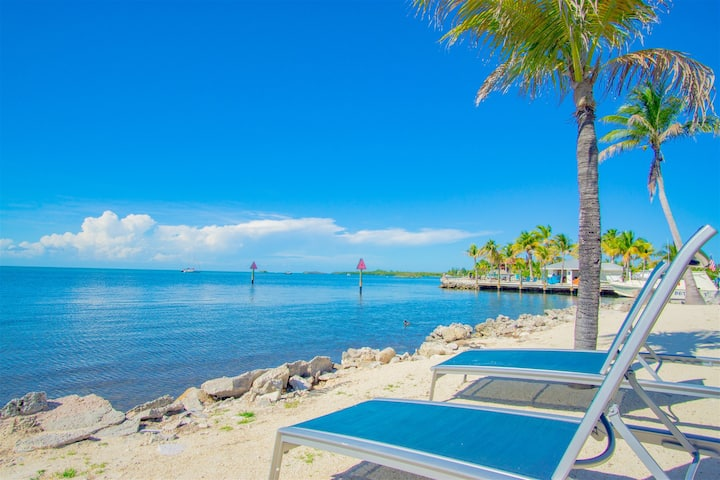 Marathon Key Beach Club 2/2 condo  pool, tennis courts, hot tub, BBQ area, some dockage available