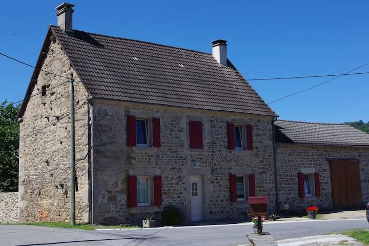 Chambres dans calme et verdoyant village creusois