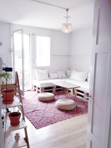 Charmante 2.5 Wohnung mit Aussicht - Zürich - Wohnung