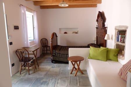 Kiperi House - Goth Room