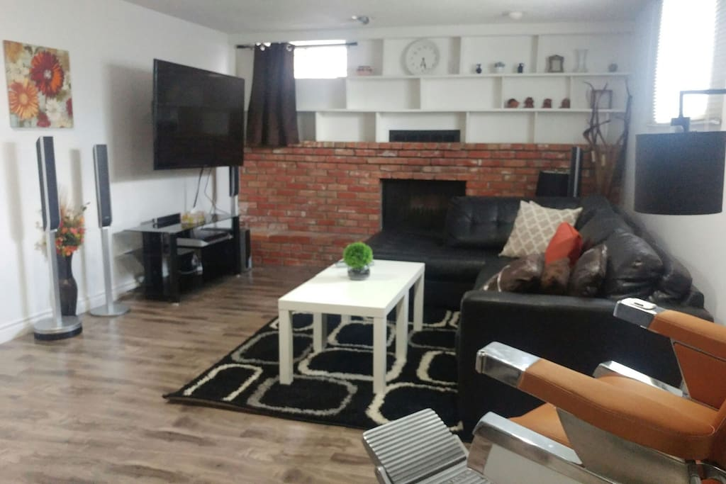Bright living room with a comfortable and cozy atmosphere and positive vibes. 65 inch Smart TV with surround sound so you can get that theatre experience in the comfort of your home away from home. Connect your smart phone, or watch Netflix!